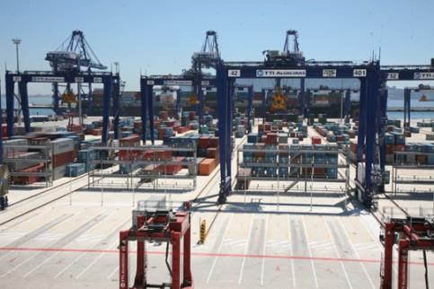 http://www.cadenadesuministro.es/wp-content/uploads/2012/01/Terminal-de-contenedores-TTI-de-Algeciras.jpg