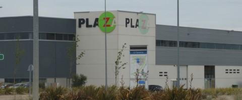 Nave de PlaZa nave con logotipo