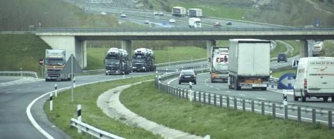 Transporte por carretera en Navarra en la A-1 a su paso por Alsasua