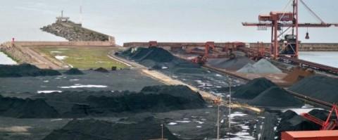 La terminal Ebhisa del puerto de Gijón tendrá una nueva grúa y una tolva ecológica