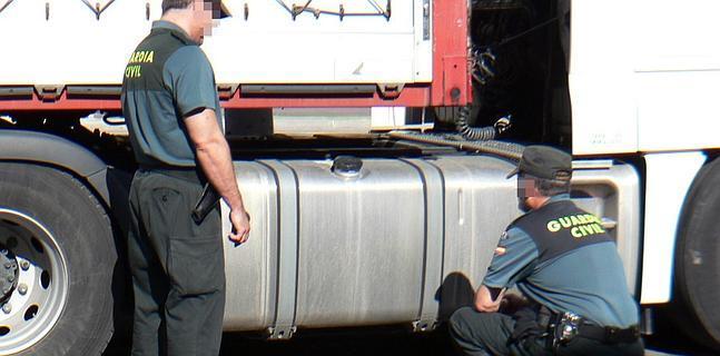 Detenidas tres personas por robar 600 litros de gasóleo de un camión