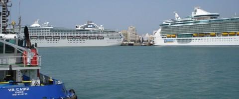 Terminal de cruceros en la dársena comercial del puerto de Cádiz