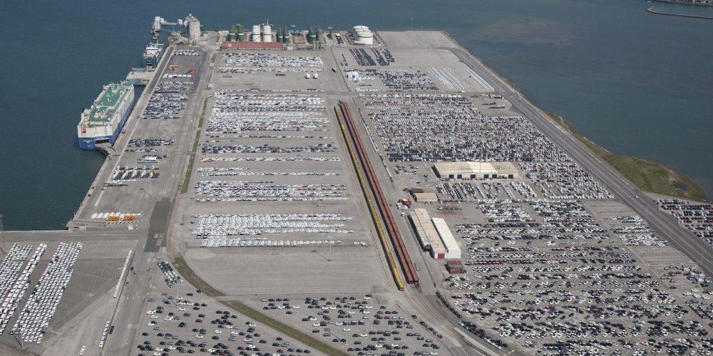 Vehiculos en puerto Santander