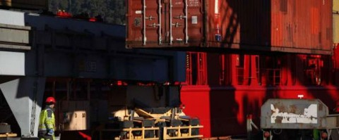 Estiba de contenedores en el puerto de Oslo