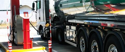 EE SS repostaje combustible camión cisterna