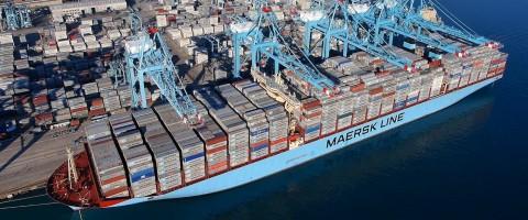 Maersk McKinney Moller, con 18.024 TEUs de carga, en el puerto de Algeciras