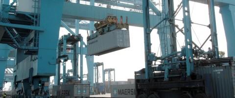 Manipulacion de un contenedor en APM Terminals de Algeciras