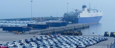 La Surprise de Suardíaz en los muelles de la terminal ro-ro del puerto de Vigo este agosto de 2015
