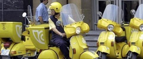 cartero de Correos en moto