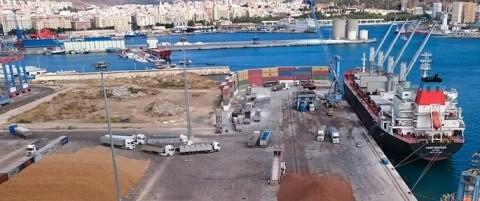 Los graneles impulsan los tráficos en el puerto de Málaga