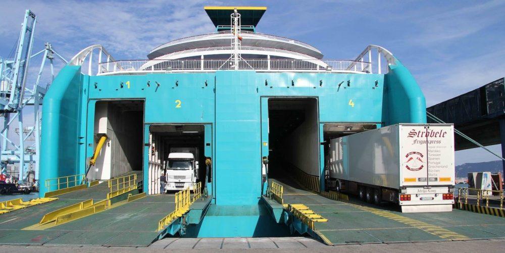 Resultado de imagen de Leve incremento del tráfico ro-ro de camiones del puerto de Algeciras en 2020