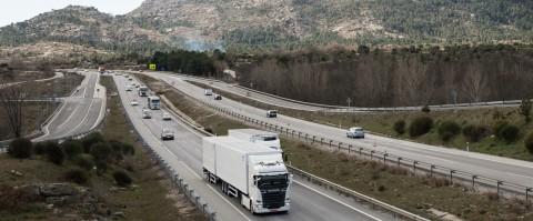 La DGT realiza pruebas en trafico real con un megacamion con tractora Scania