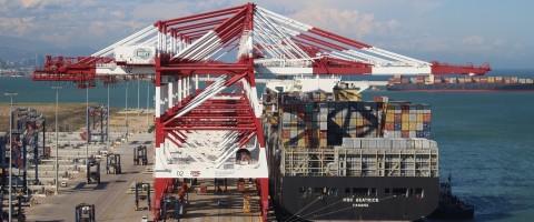 MSC Beatrice en la terminal Best del puerto de Barcelona