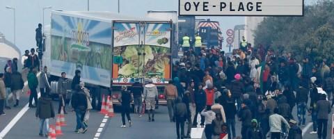Continua la violencia de los inmigrantes con los transportistas en Calais