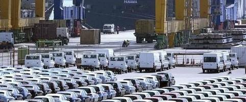 Coches Ford para la exportación en el puerto de Valencia.