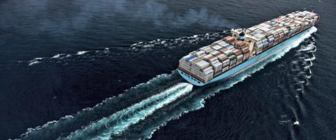 Portacontenedores de Maersk en alta mar