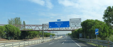 carretera C-32 a Castelldefells y Barcelona carteles sin trafico