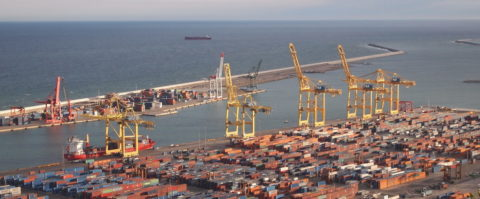 Contenedores en el puerto de Barcelona