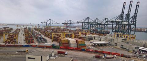 contenedores-en-el-puerto-de-valencia
