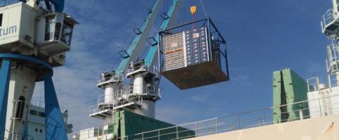 descarga de cítricos en el puerto de Castellón frutas hortalizas hortofrutícola exportaciones