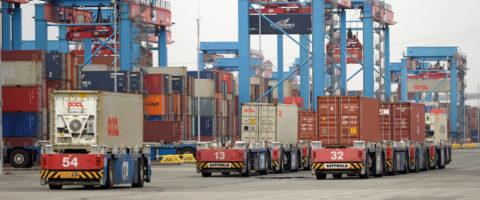 terminal contenedores lado tierra stradle carrier