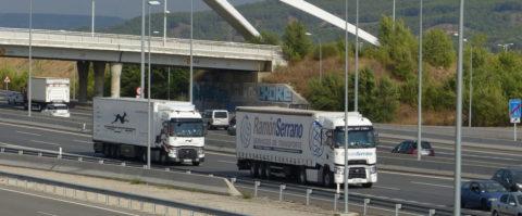 camion camiones transporte carretera Marcotran y Ramon Serrano en N2 a su paso por Torrejon