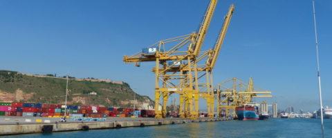 gruas terminal contenedores TCB puerto Barcelona con portacontenedores Nele Maersk