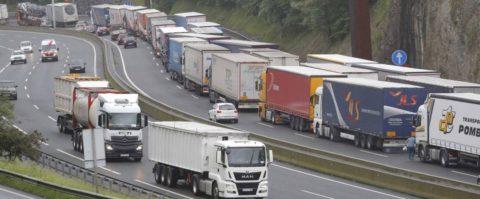 frontera Francia Guipúzcoa atasco retención