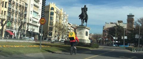 ciclista Glovo repartidor comida e-commerce