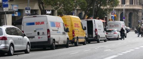 furgonetas distribución urbana de paqueteras Seur DHL Correos Express en Barcelona