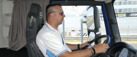 conductor driver Iveco S-Way camionero camión cabina