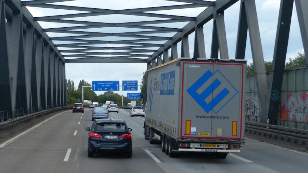 La Comisión Europea pide libertad de movimiento para los camiones - Cadena  de Suministro