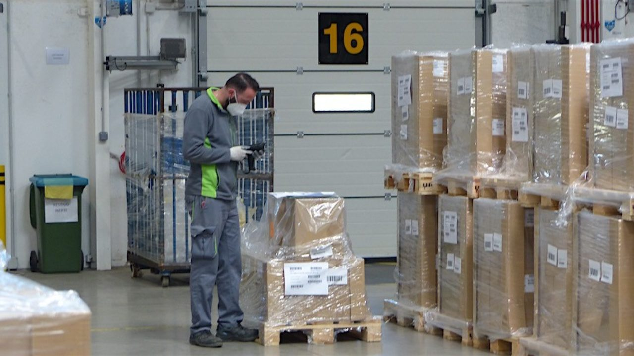 Disminuye la cantidad de autorizaciones de trabajo a extranjeros en  logística y transporte - Cadena de Suministro