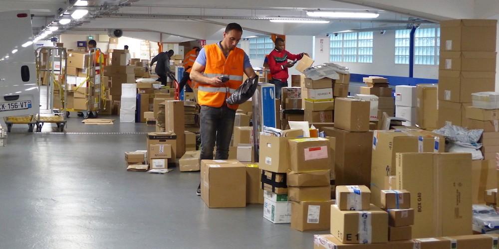 La pandemia acelera el viraje del sector postal hacia la paquetería de comercio  electrónico - Cadena de Suministro