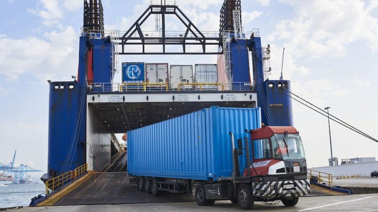 El tráfico ro-ro de camiones creció casi un 7% en enero en el puerto de  Algeciras