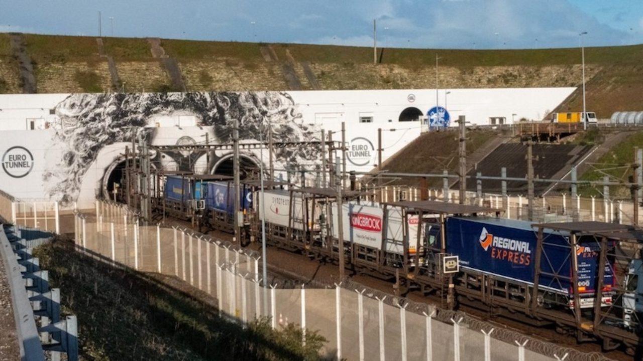 Resultado de imagen de Fuerte caída del 37% en el tráfico de camiones del Eurotunnel