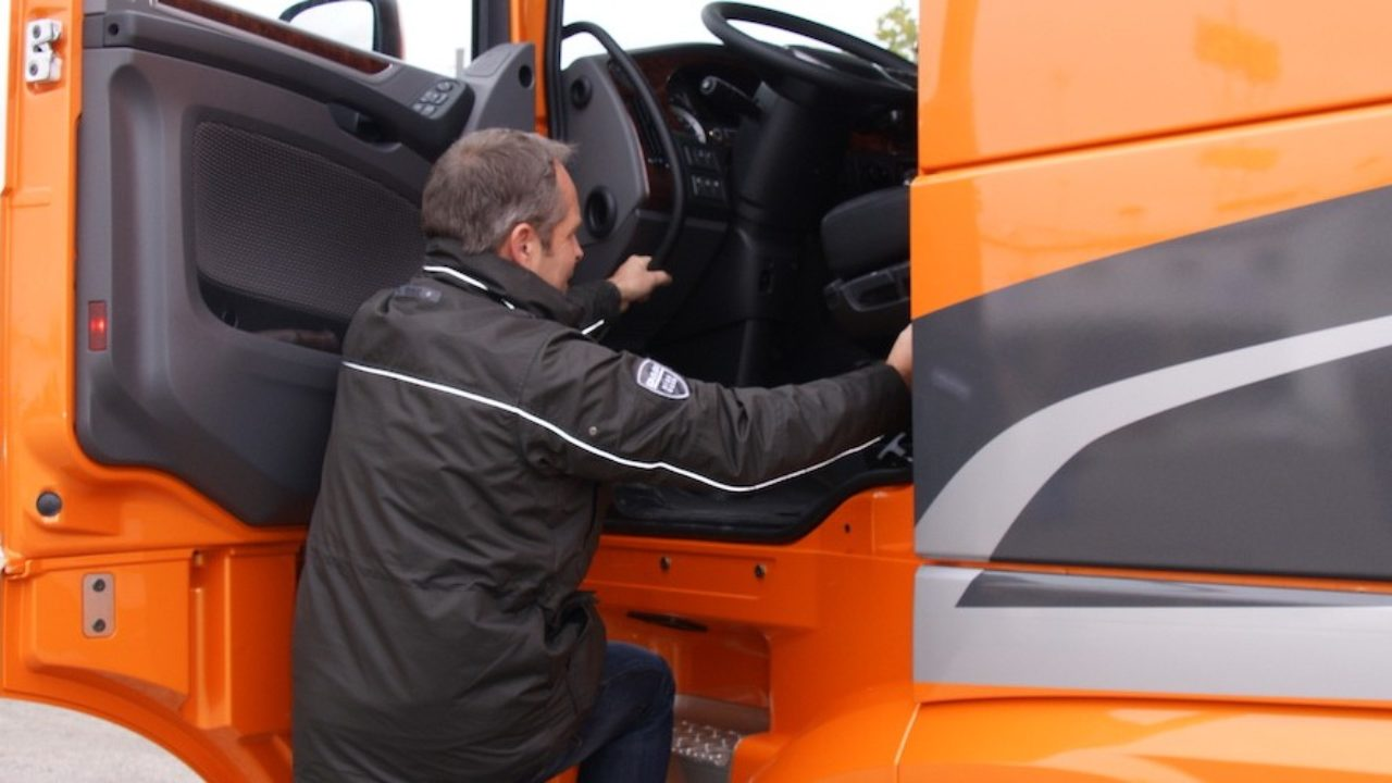 Transportes prorrogará la vigencia del CAP de los conductores profesionales  - Cadena de Suministro