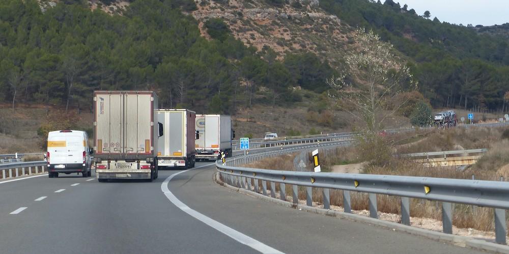 Restricciones de circulación hasta el 5 de marzo para camiones - Cadena de  Suministro