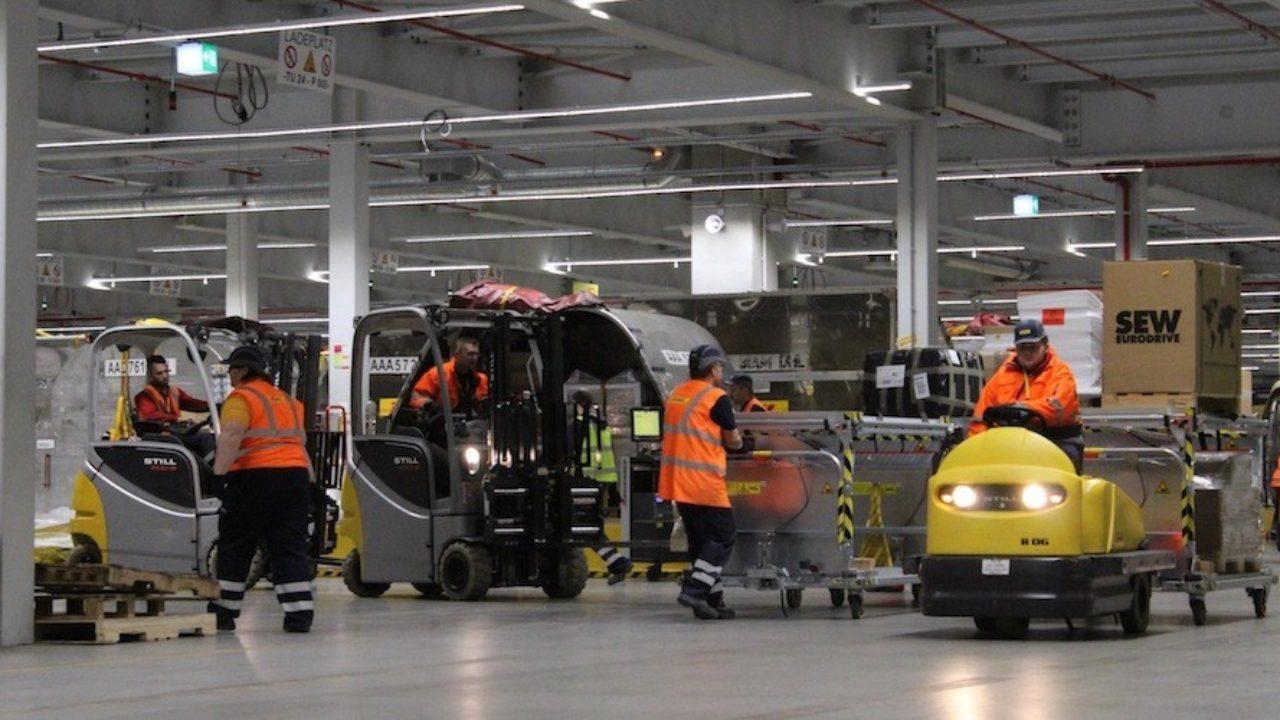 Flojea el número de autorizaciones de trabajo a extranjeros en logística y  transporte - Cadena de Suministro