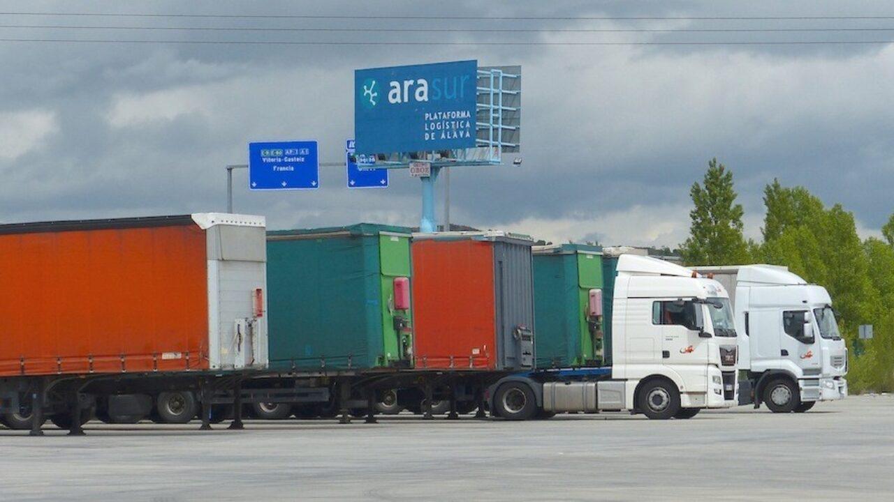 Resultado de imagen de Pasa al Parlamento la incorporación a la LOTT del régimen de sanciones por morosidad en el transporte