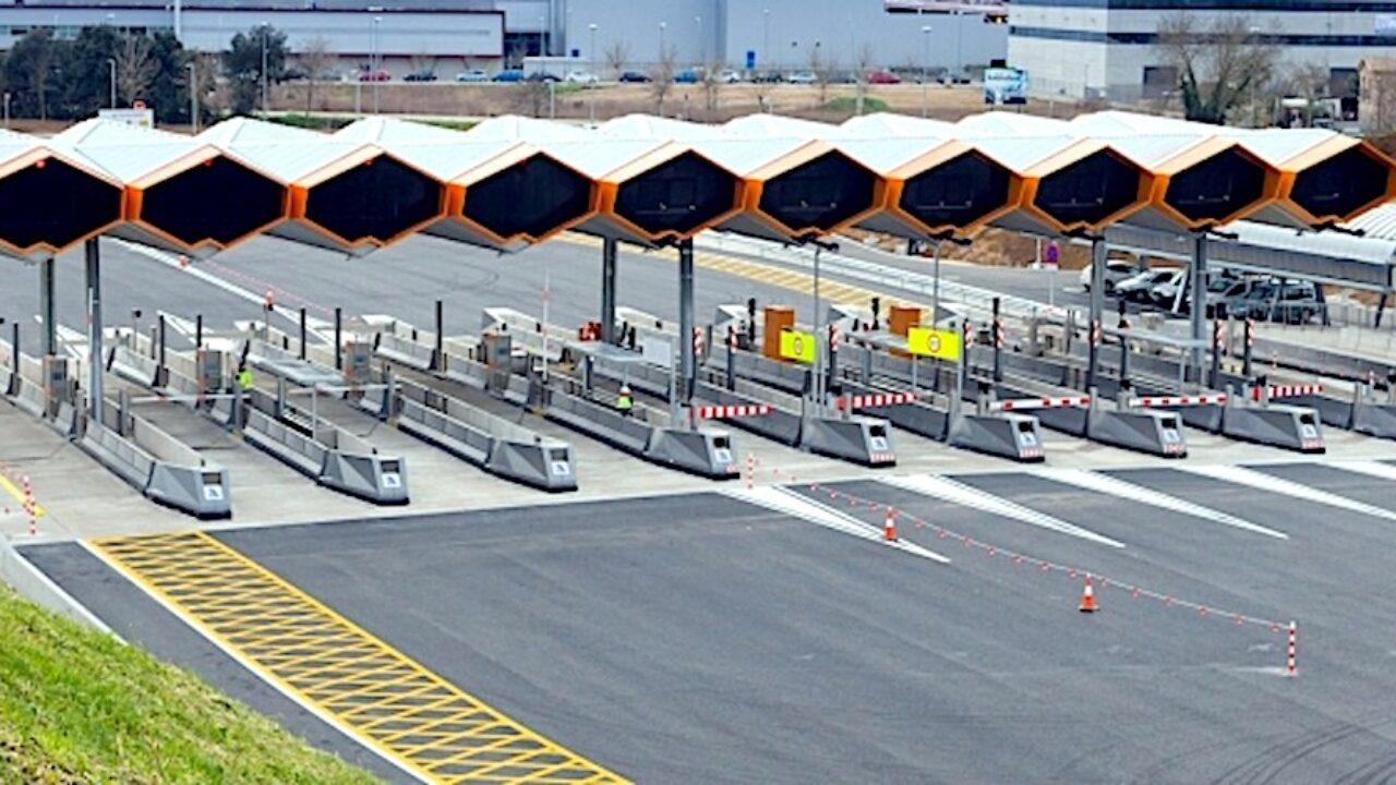 Resultado de imagen de El tráfico de camiones en las autopistas de peaje sigue a la baja