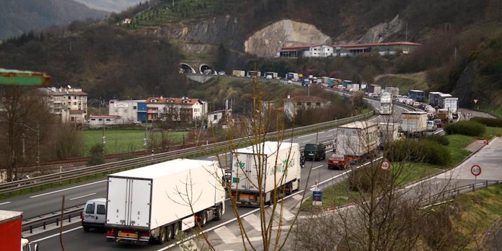 Los precios del transporte de mercancías por carretera terminan 2020 a la  baja - Cadena de Suministro