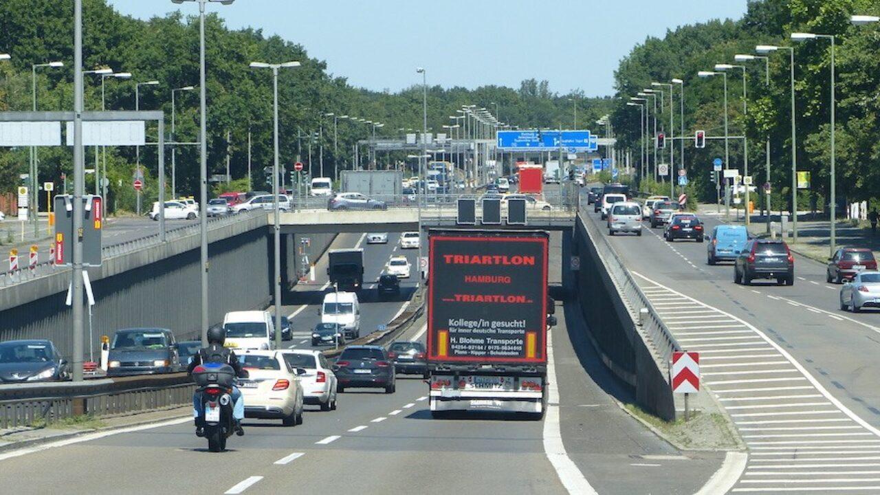 Las limitaciones fronterizas a conductores profesionales ponen en jaque al transporte  europeo - Cadena de Suministro